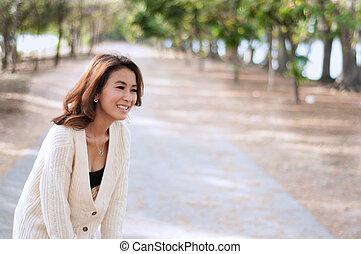 kvinna, trädgård, bakgrund, lycklig