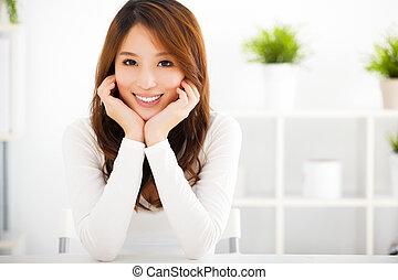 kvinna, ung, le, asiat, vacker