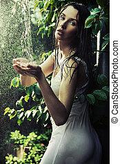 kvinna, ung, regn skog
