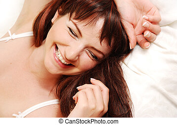 kvinna, ung, säng, skratta
