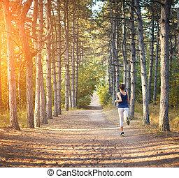 kvinna, ung, spring, skog, lantlig väg