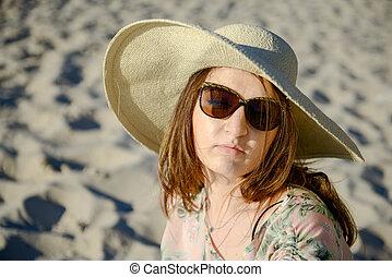 kvinna, ung, strand, lycklig