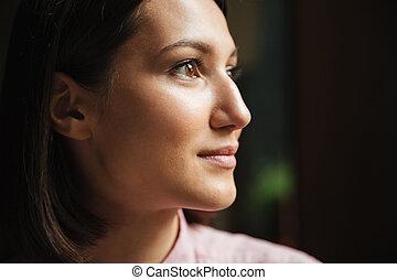 kvinna, uppe, brunett, nära, le, sida se