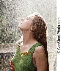 kvinna, uppfriskande, i regna