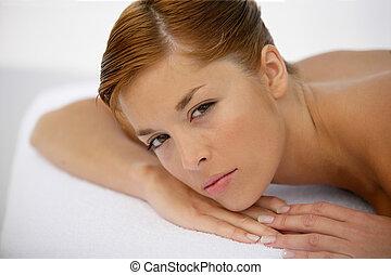 kvinna, väntan, för, massera