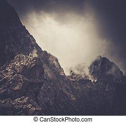 kvinna, vandrare, fjäll, sittande, bergstopp