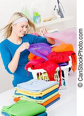 kvinna, vikbar, -, hem, tvättstuga, kläder