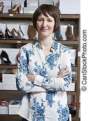 kvinnlig, ägare, av, sko lagret