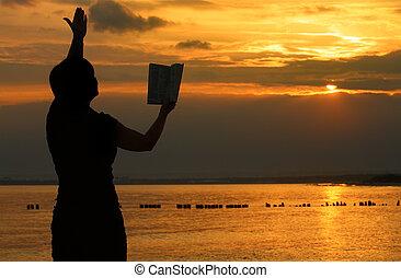 kvinnlig, be, med, bibel