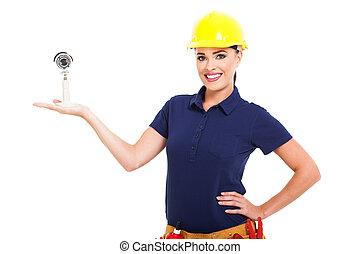 kvinnlig, cctv, installerare, presenterande, kamera