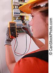 kvinnlig, elektroingenjör