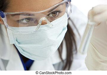 kvinnlig, forskare, med, provrör, av, fri, flytande, in, laboratorium