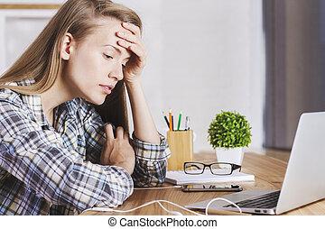 kvinnlig, kontor, trött