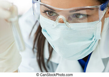kvinnlig kvinna, forska, forskare, med, provrör, in, laboratorium