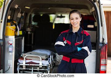 kvinnlig, lycklig, person med paramedicinsk utbildning