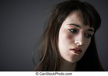kvinnlig, offer, av, inrikes missbruk