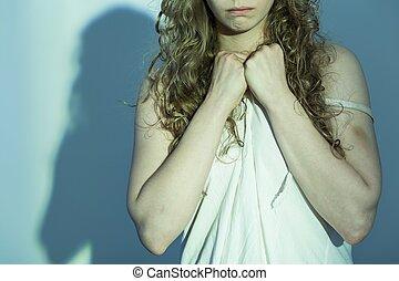 kvinnlig, offer, av, våldta