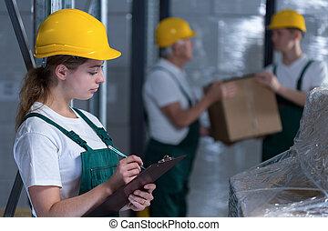 kvinnlig, skrivplatta, arbetare, holdingen, tillverkning