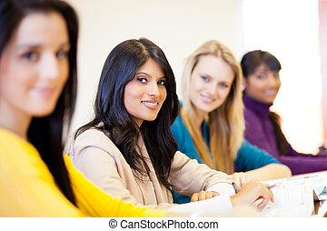 kvinnlig, universitet, deltagare, in, klassrum