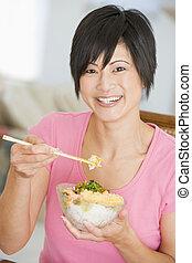 kvinnor, ätande mål, med, matpinnar