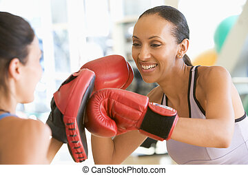 kvinnor, boxning, tillsammans, hos, gymnastiksal