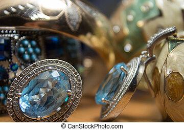kvinnor, smycken, och, accessories.