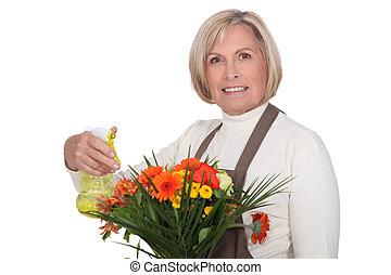 kwiaciarka, bukiet, senior, przygotowując