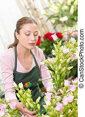 kwiaciarka, rozmieszczając, bukiet