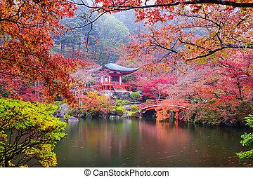 kyoto, templo, en, otoño
