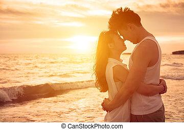 kyssande, par, strand, solnedgång, ung