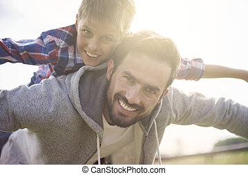 lá, é, um, forte, obrigação, entre, filho, e, seu, pai