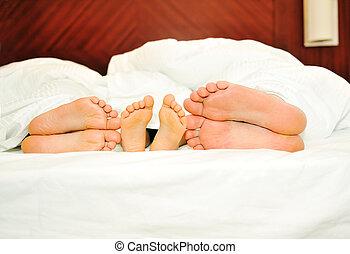 lábak, boldog, hat, család, ágy