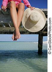 lábak, kalap