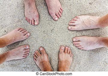 lábak, tengerpart, család