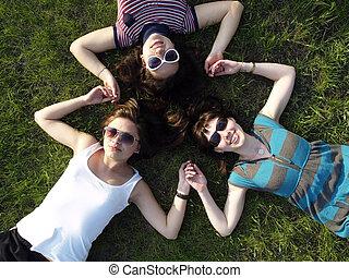 meztelen indiai lányok tizenévesek