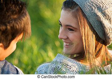 lány mosolyog, fiatal, boyfriend., bájos