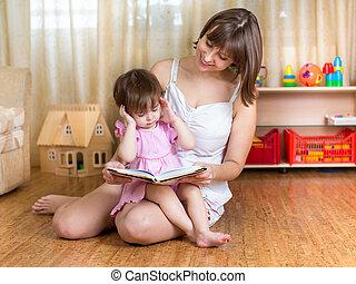 lány, neki, könyv, anya, felolvasás, kölyök