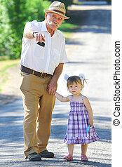 lányunoka, nagyapa