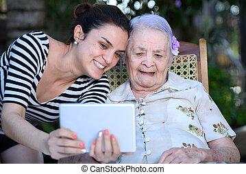 lányunoka, tabletta, nagyanyó