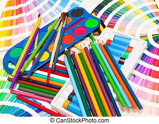 lápices, pintura, y, tabla de apariencia, de, todos, colores