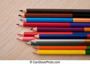 lápis coloridos, em, um, madeira, escrivaninha escolar