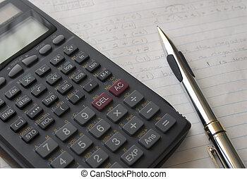 lápiz, calculadora, y