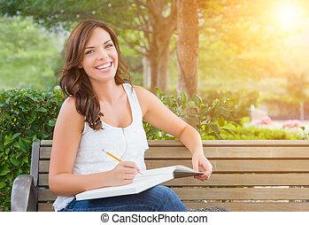 lápiz, hembra, joven, banco, estudiante adulto, aire libre