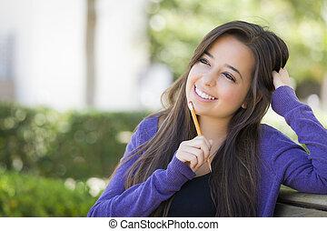 lápiz, pensativo, estudiante, carrera, hembra, mezclado, campus