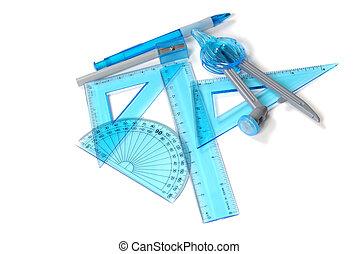 lápiz, triángulos, afilador, reglas, transportador