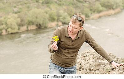 látszó, friss, wildflowers, sárga, ember