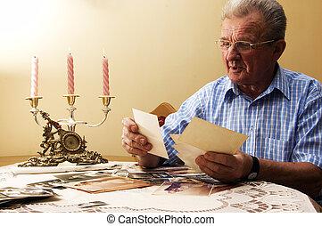 látszó, idősebb ember, photographs., öregember