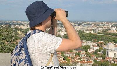 látszó, város, fiatal, hím, természetjáró, távcső, felül, át