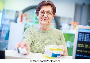 lächeln, älter, klient, in, apotheke