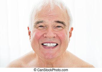 lächeln, älterer mann
